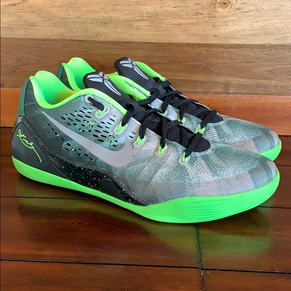 71875df512e3 Nike Air Kobe 9 IX EM Premium Low Shoes. M 5c73219c1b3294c76f738694